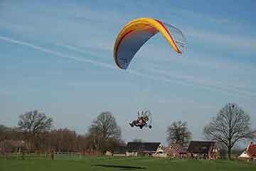 paramotor vliegen | bedrijfsuitjes in twente s